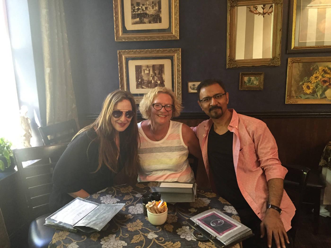 Februarie 2016: Met Pnina Fenster, redakteur van Glamour en Mo Ismail, wat onder die naam Morad Zaffron publiseer, by 'n skryfkursus in Kaapstad, aangebied deur die Amerikaanse agent Wendy Goldman Rohm.