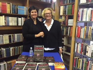 Junie 2016: Irna en Karin Brynard by Karin se bekendstelling van Tuisland in die Protea Boekhuis op Stellenbosch.